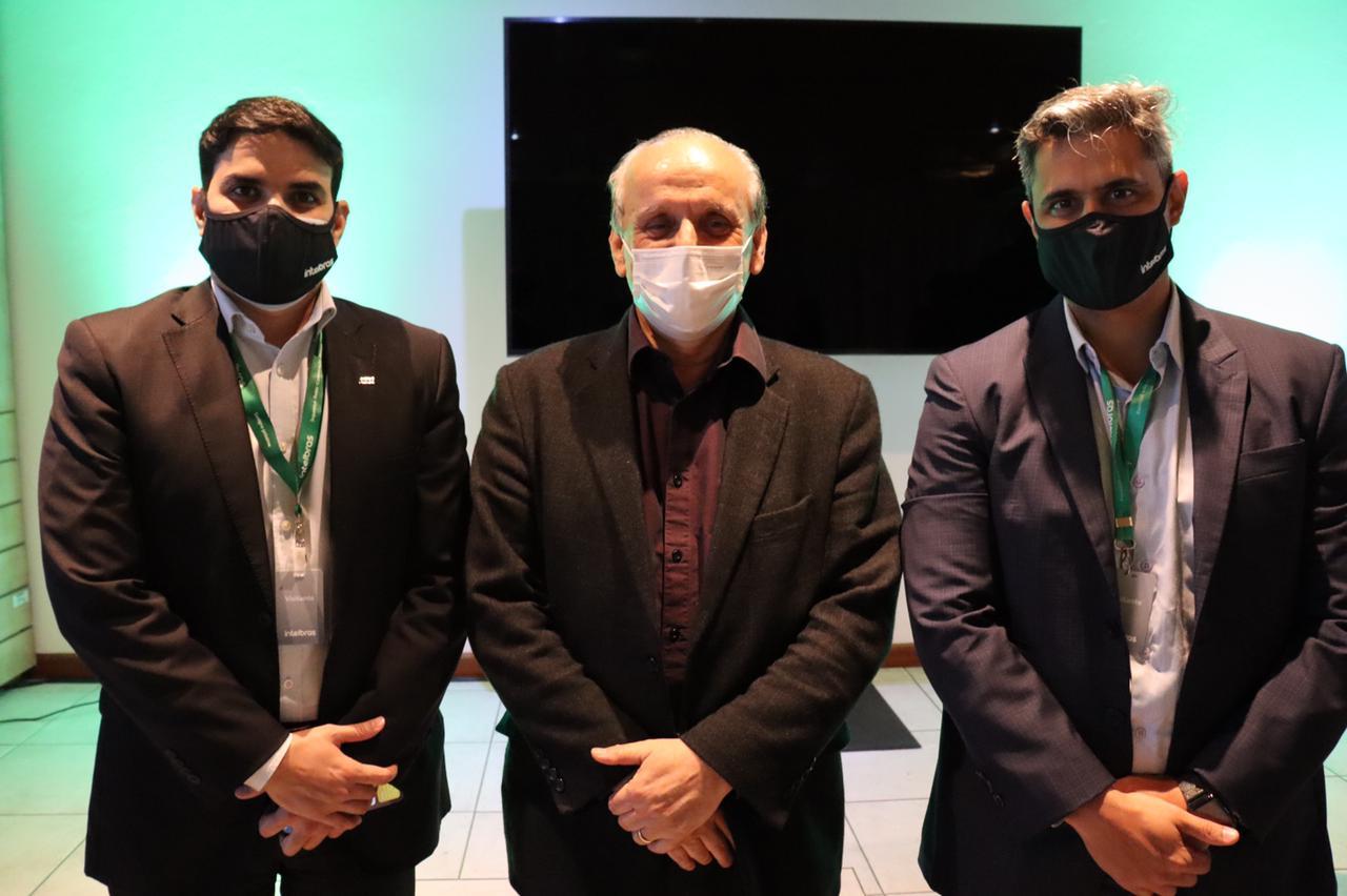 Da esquerda para direita: Igor Calvet, presidente da ABDI; Altair Silvestri, CEO da Intelbras e Leonardo Euler, presidente da ANATEL.