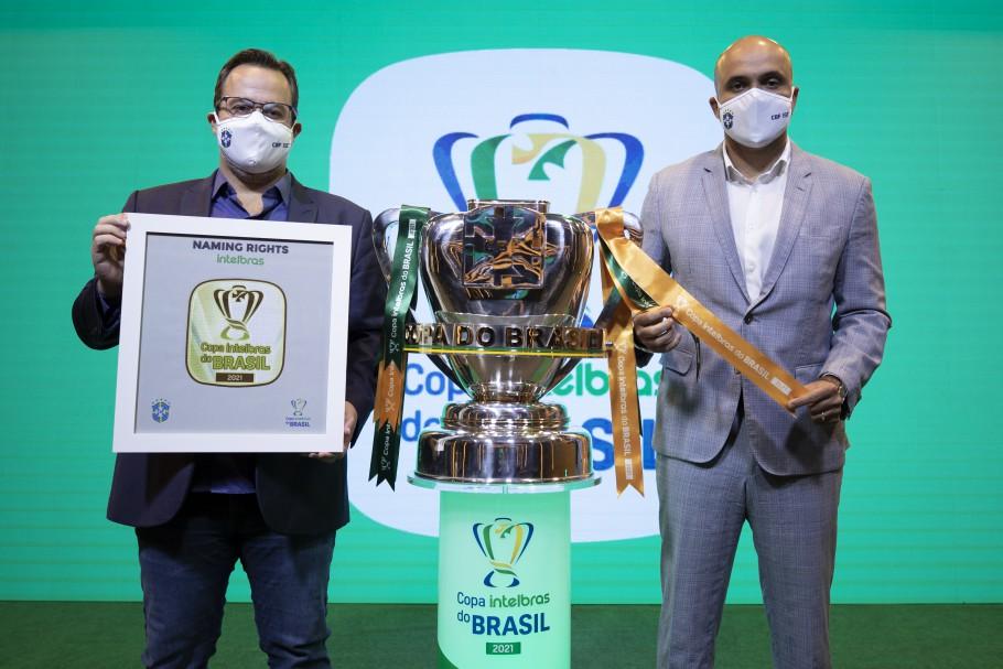 Gilberto Ratto e Manoel Flores apresentam a Intelbras como nova proprietária dos naming rights da Copa do Brasil. Créditos: Lucas Figueiredo/CBF