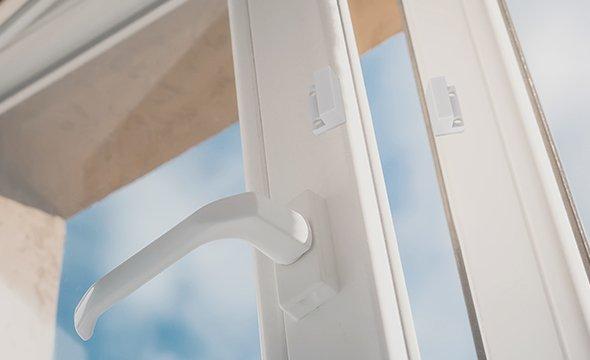 Instalação em portas e janelas de diferentes materiais
