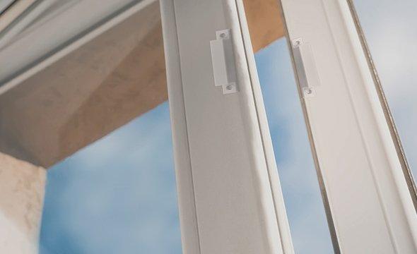 instalação em portas e janelas de diferentes materiais do sensor de abertura magnético com fio