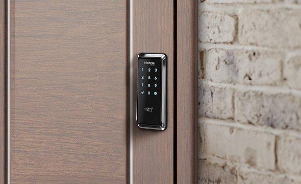 Não se preocupe mais em carregar ou procurar suas chaves com a fechadura digital de sobrepor FD 2000