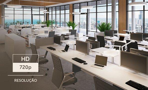 Intelbras - escritório com mesas e computadores.